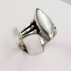 Jewelry - Sterling Silver Mother of Pearl Cabochon Ring